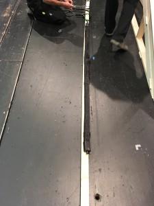 """Die KAN200 wird unauffällig in das Bühnenbild des Stückes """"Heisenberg"""" integriert."""