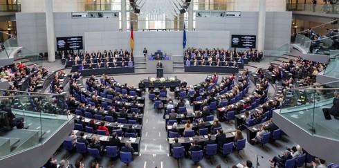 Bundestag beschafft zwölf K-array Anakonda Lautsprecher